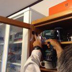 食器棚の蝶番取り換えを行いました -神戸市北区青葉台-